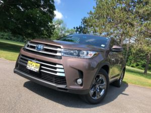 Since This Current Generation Highlander Went On Sale For The 2014 Model  Year, The Hybrid Has Seen Both A Power And Mpg Bump. With Total System  Output At ...