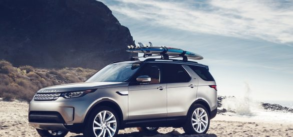 2017 Land Rover Discovery Video Review By Auto Critic Steve Hammes Luxury Off Roaders No One Does Them Better Than Take This All New